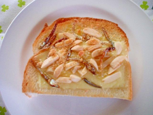 とろけるチーズと小魚アーモンドトースト~☆