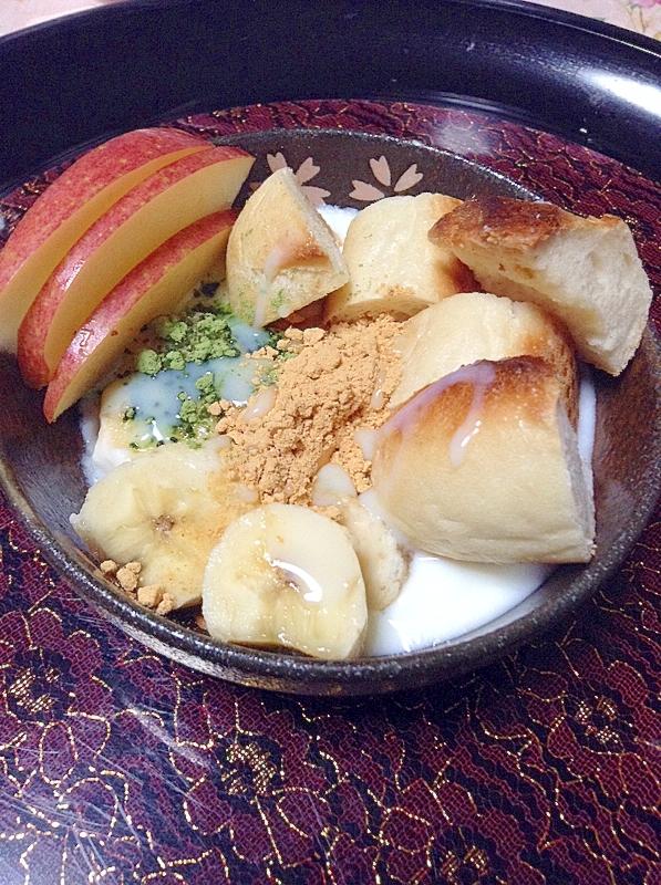 プチパンとフルーツの青汁きな粉ヨーグルト