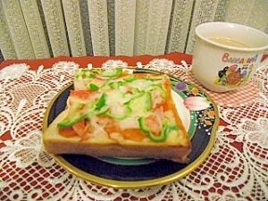 蟹かまとピーマンのピザトースト