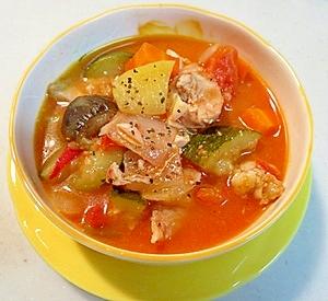 旬の野菜いっぱい!鶏もも肉のミネストローネ