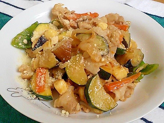 夏野菜と豚バラ肉の簡単!旨うまチーズ炒め