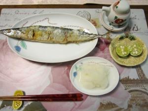 秋の味覚秋刀魚の塩焼きと大根おろし、スダチを添えて
