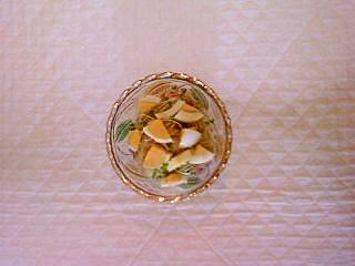 玉ねぎ、スプラウト、ゆで卵のポン酢サラダ