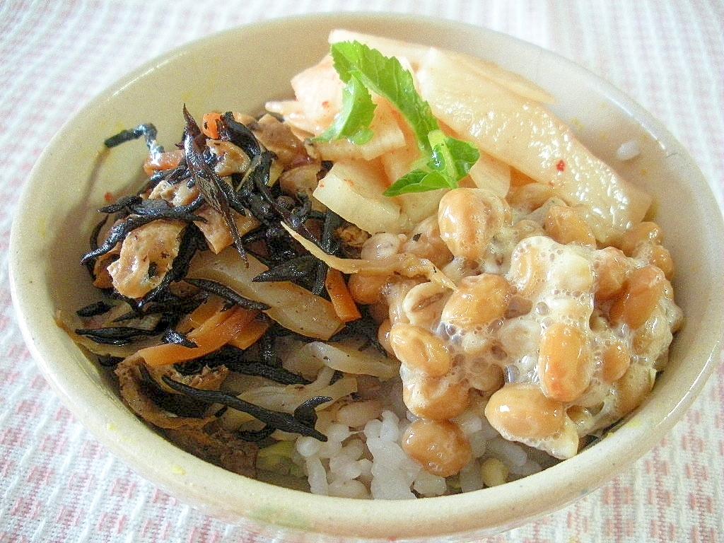 ひじきの煮物と納豆、長芋のさっぱりどんぶり