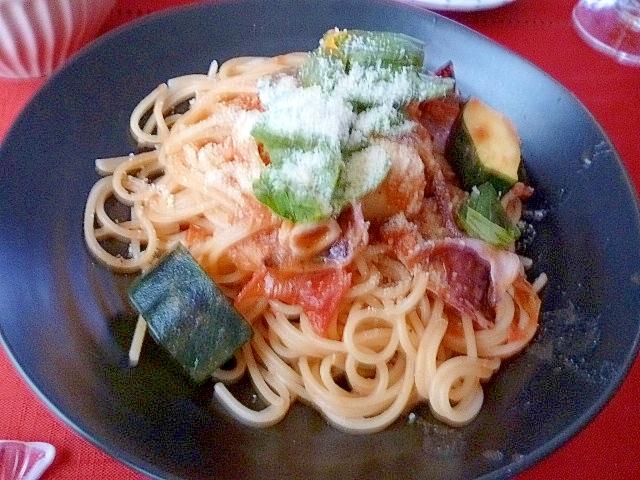 イカとズッキーニのトマトパスタ
