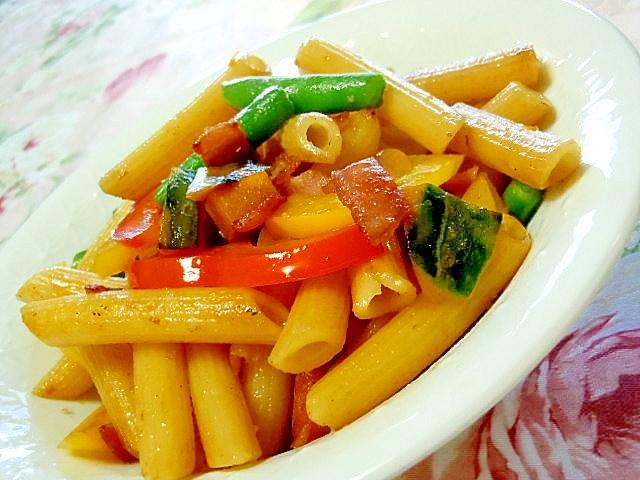 ペンネde彩り野菜のガリバタにんにく醤油