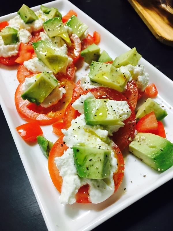 2. リコッタチーズとトマトとアボカドの前菜