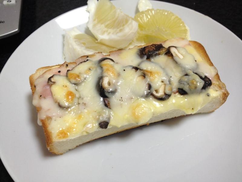 ブラウンマッシュルームのマヨチーズパン☆