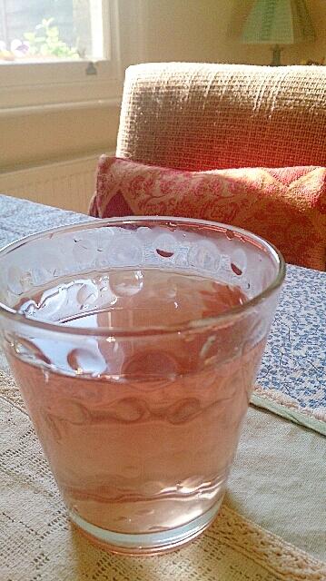 いちごとりんご、マンゴーのあまい香りのお茶。