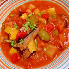 燻製オイルサーディンときくらげとお豆のトマト煮込