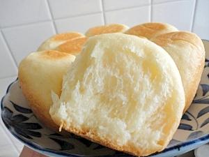3. ふわっふわに感動!セモリナ粉の手作りパン