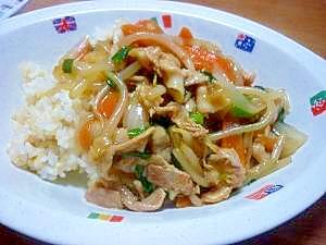 手作り調味タレでスタミナ満点♪野菜・豚バラ中華丼