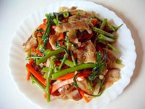 栄養豊富な空芯菜、豚バラ炒め(全工程写真あり)