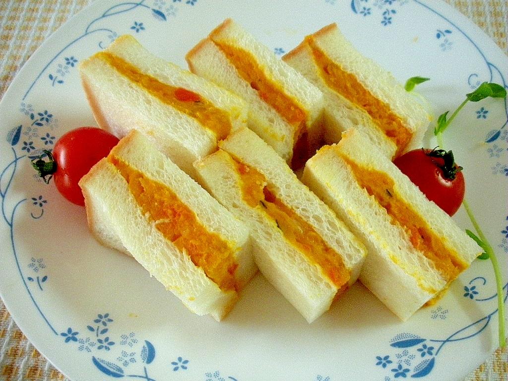☆お腹にやさしいカボチャとニンジンの柔らかサンド☆