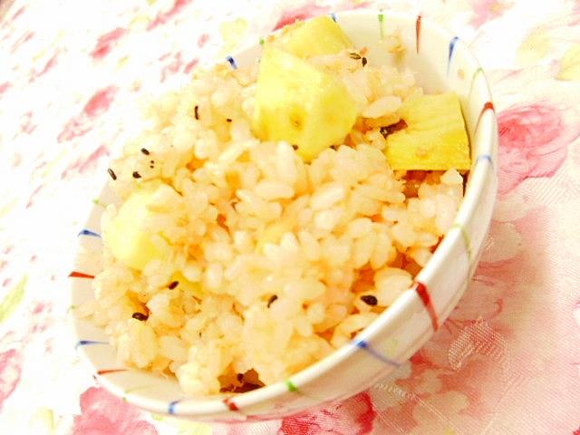 鮭フレークと薩摩芋のにんにく・バター醤油ご飯