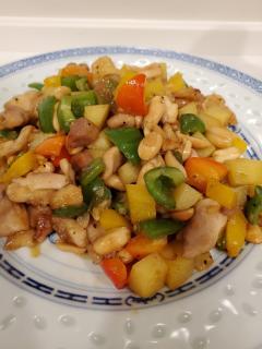 鶏とピーナツ、カラフル野菜のオイスターソース炒め