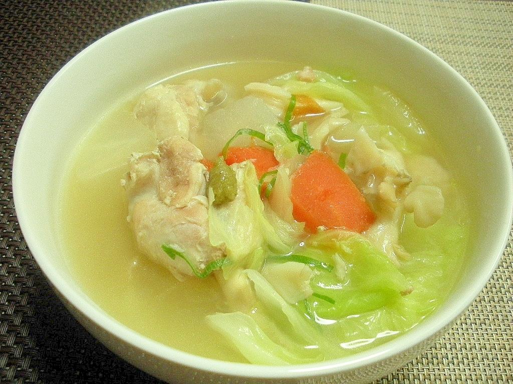 お夜食に!手羽元スープの柚子コショウ添え♪