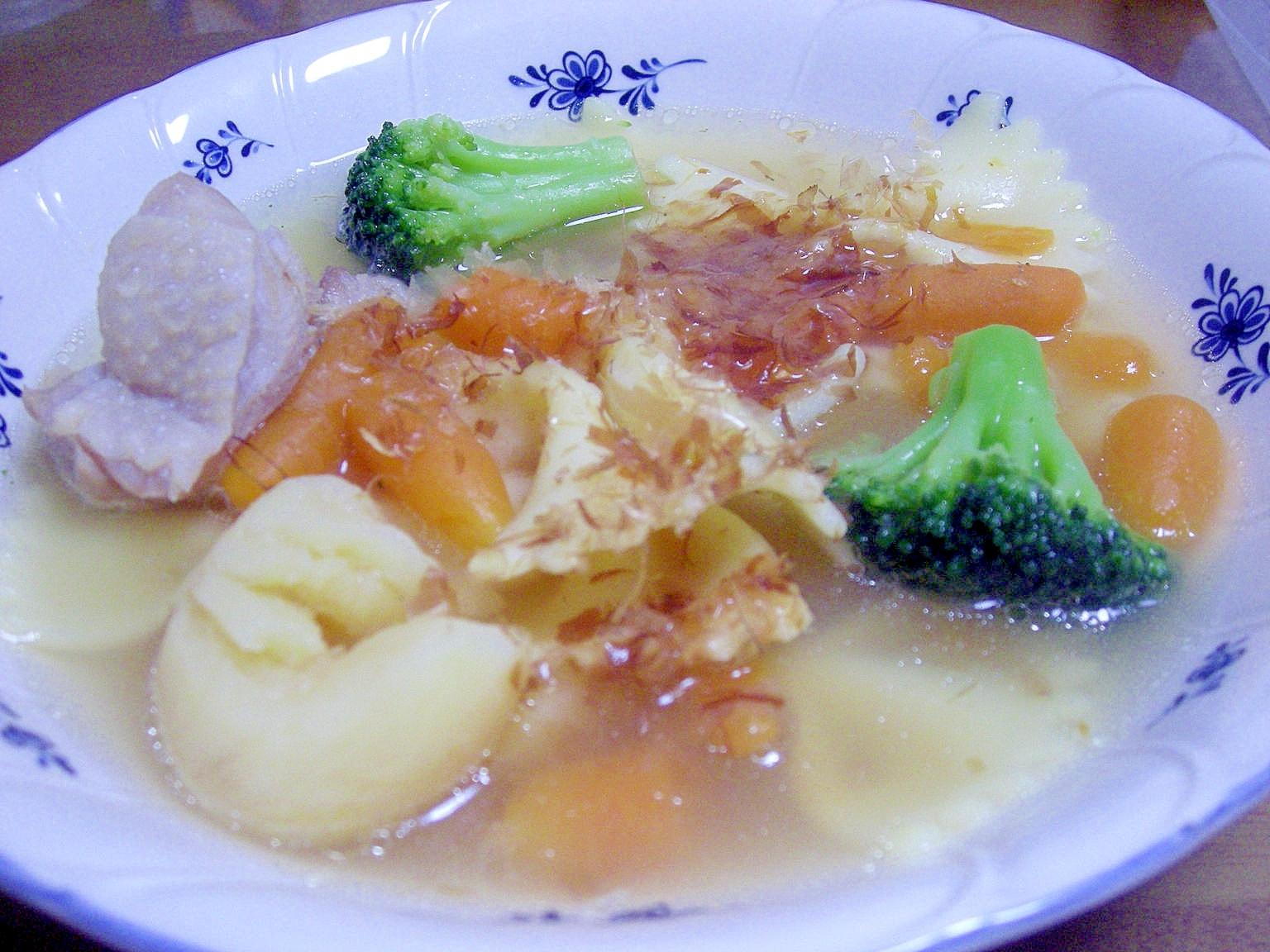 3.かつお節入りのマカロニコンソメスープ