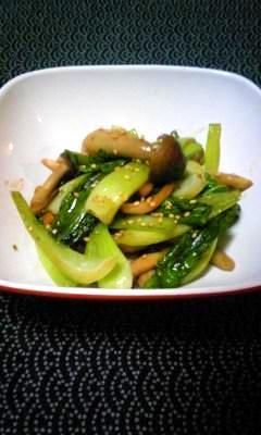小松菜とシメジのバター炒め