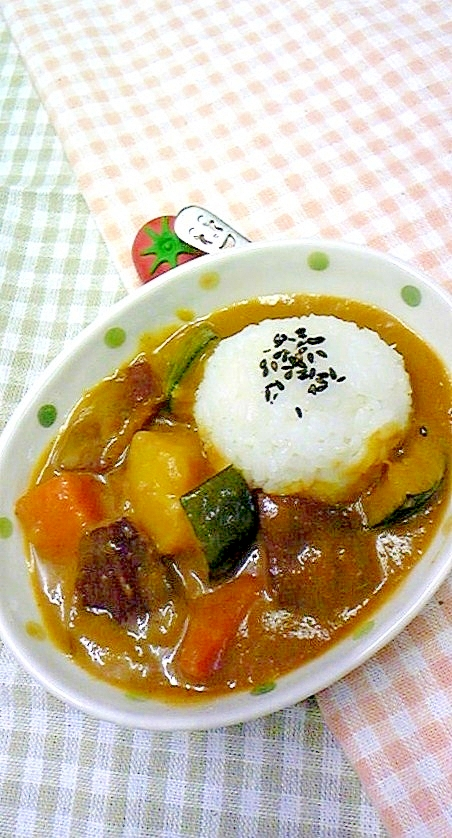 秋野菜のいもがゴロゴロ甘味のあるカレー