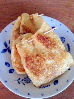 余った卵白と御飯を油揚げに詰めて…カレー風味