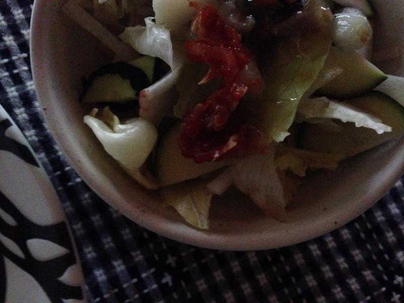 レタスとズッキーニのキムチサラダ。