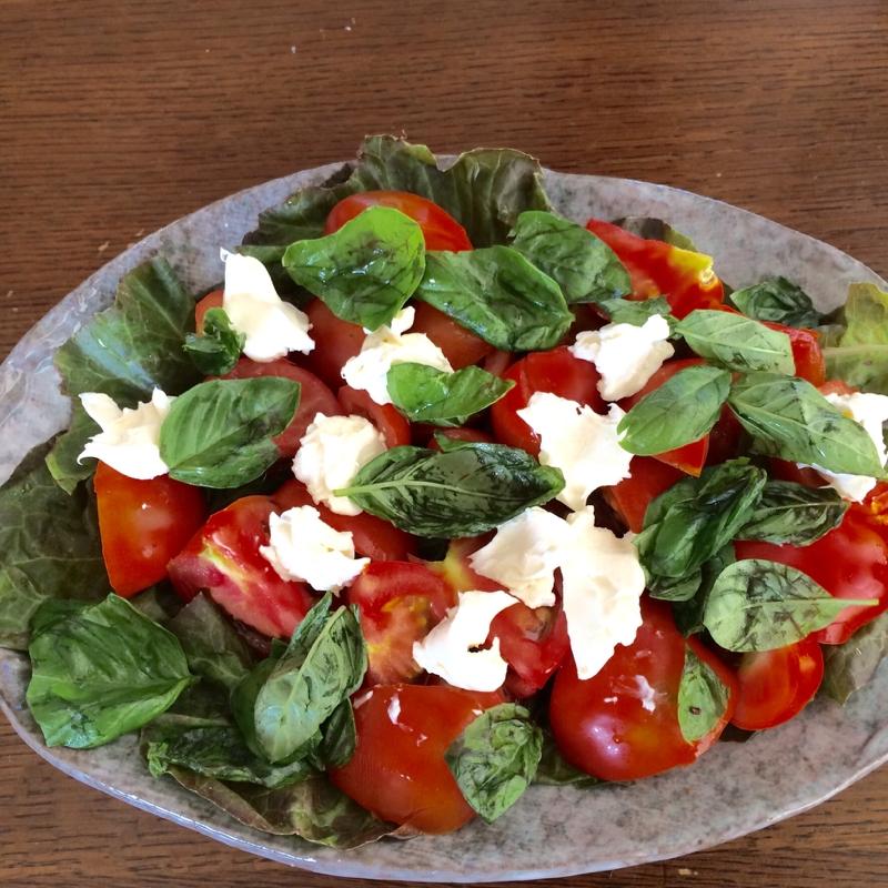 5. クリームチーズとバジルのトマトサラダ