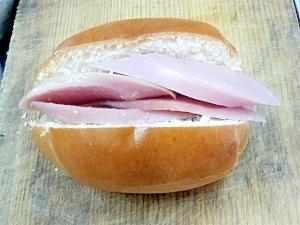 魚肉ソーセージロールパン