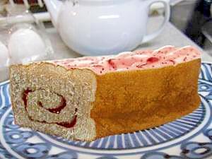 レンジだけでOK☆苺ロールパン*~**
