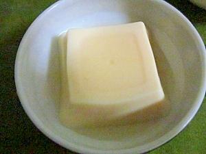お手製冷たい吸い物だしでいただく玉子豆腐