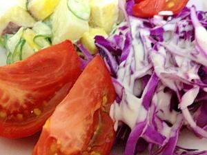 紫キャベツとお芋のシーザー風サラダ
