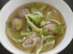 鶏肉団子とレタスのスープ