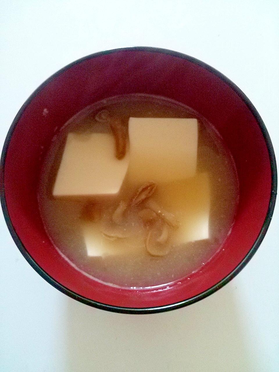 なめこと豆腐の味噌汁