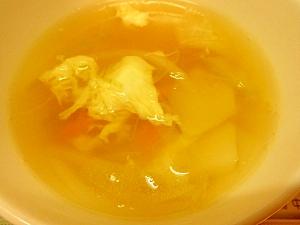 カブと卵のコンソメスープ