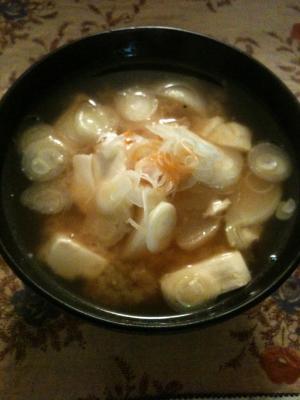 カブと豆腐のピリ辛お味噌汁