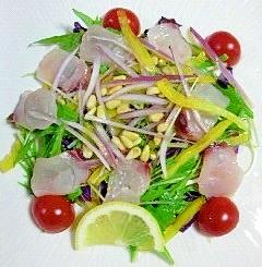 白身魚と松の実のおつまみサラダ~(*^^*)