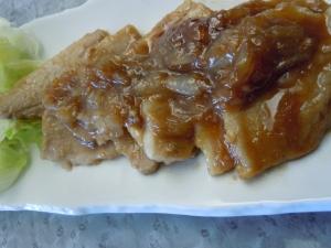厚切り豚ばら肉のオニオンオイスター醤油炒め