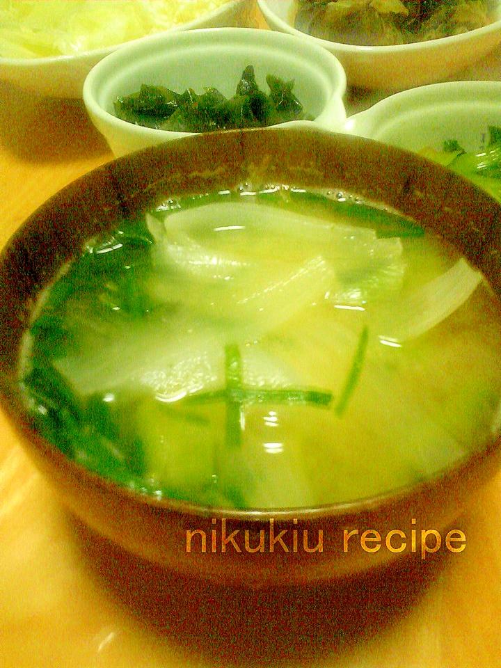 にら・たまねぎ・小松菜の味噌汁