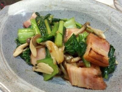 かぶの葉と厚切りベーコン炒め