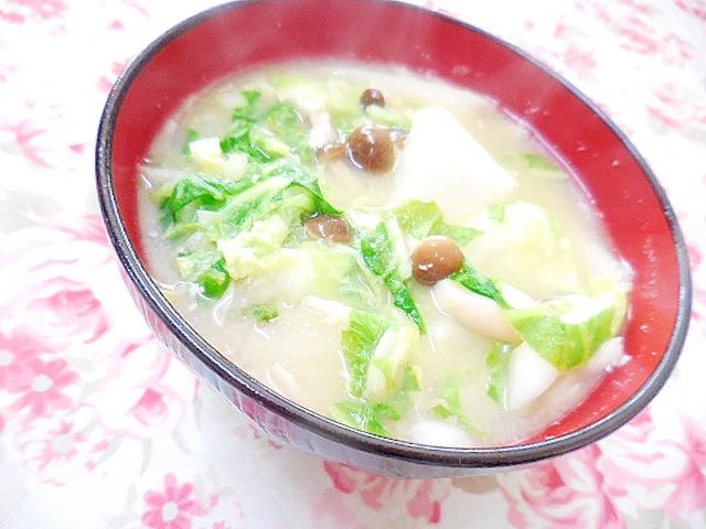 1. 白菜と大根、小松菜の味噌汁