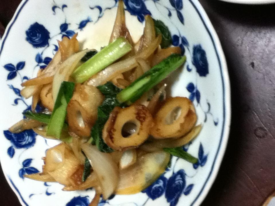 ちくわと小松菜と玉ねぎの麺つゆ炒め