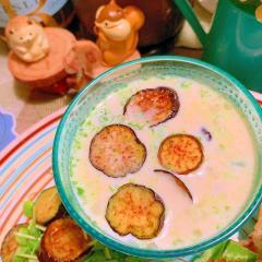 グリル茄子と雑穀とアボカドの食べる豆乳スープ