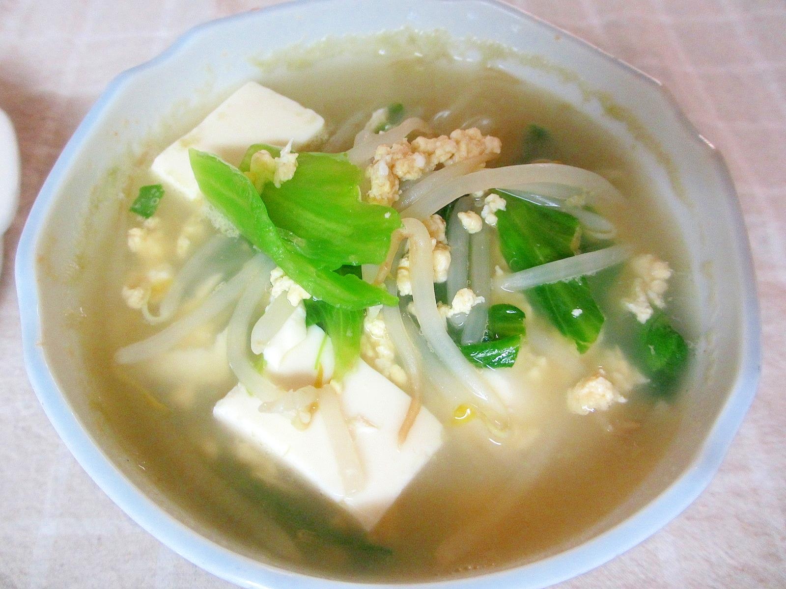 もやしとレタスと豆腐の炒め卵スープ