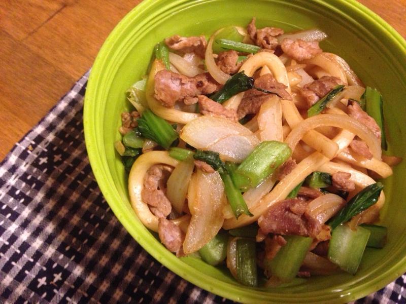 小松菜と豚肉のソース焼うどん。