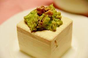 あと一品に★美味しい♪アボカドのせ豆腐