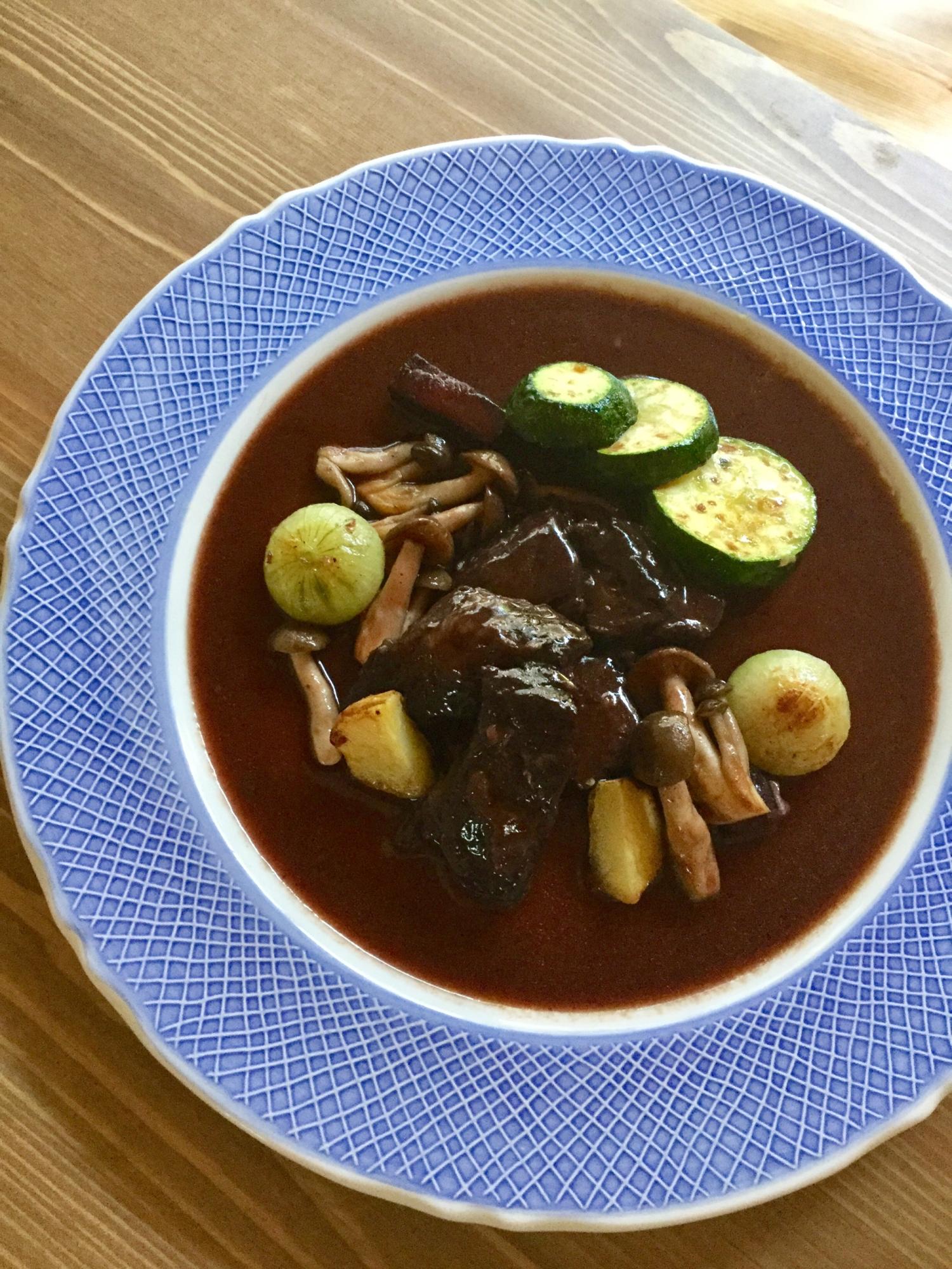 3. マリネして作る牛ほほ肉の赤ワイン煮込み