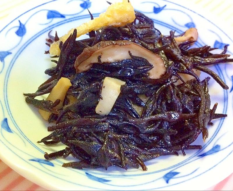 ひじきと日干し椎茸の煮物
