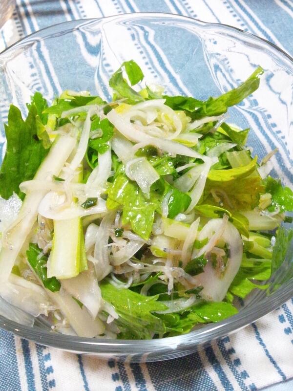 2. ちりめんとセロリの葉のサラダ