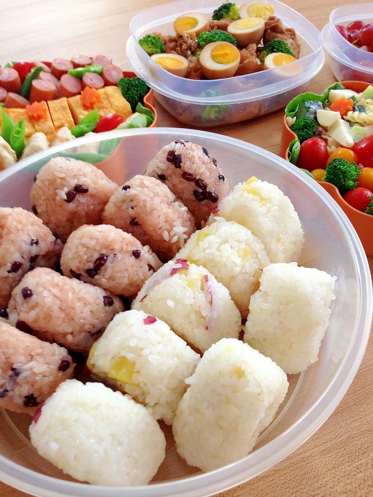 運動会のお弁当☆ほくほくサツマイモごはんのおにぎり