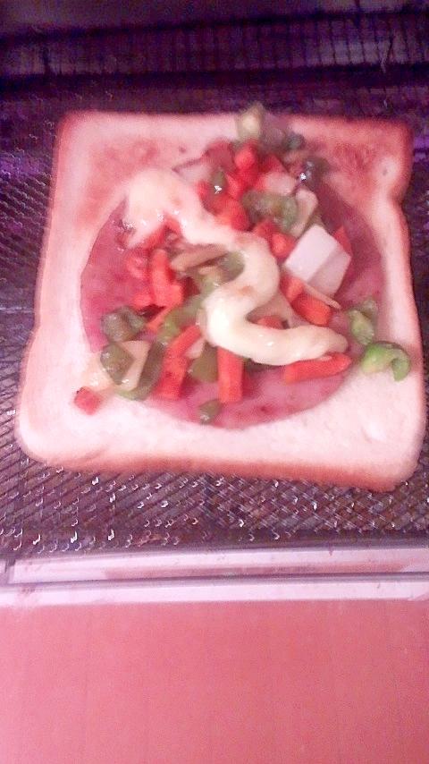粗挽きステーキのマヨネーズトーストサンド